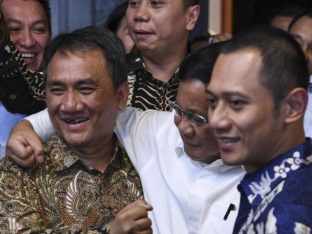 Ekspresi Prabowo Saat Rangkul Andi Arief
