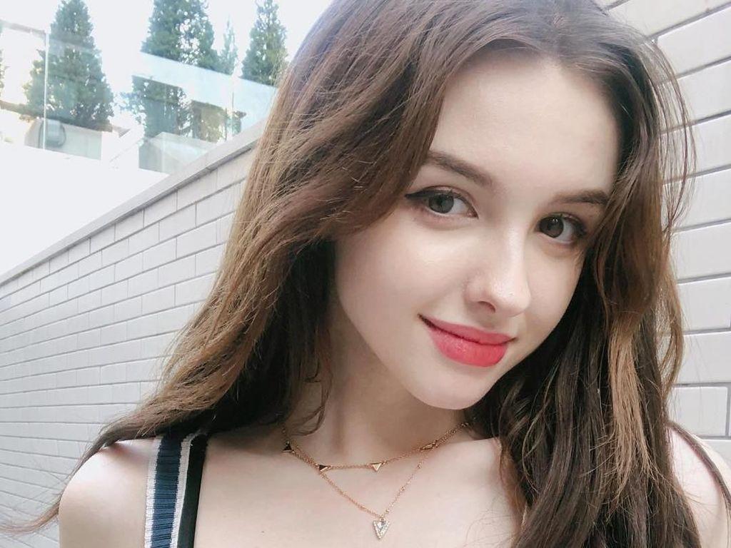Cantiknya Elina, Selebgram dari Uzbekistan yang Mirip Barbie