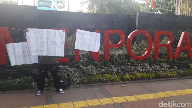 PSSI Tunggak Gaji Luis Milla, Suporter Gelar Aksi #KoinuntukMilla