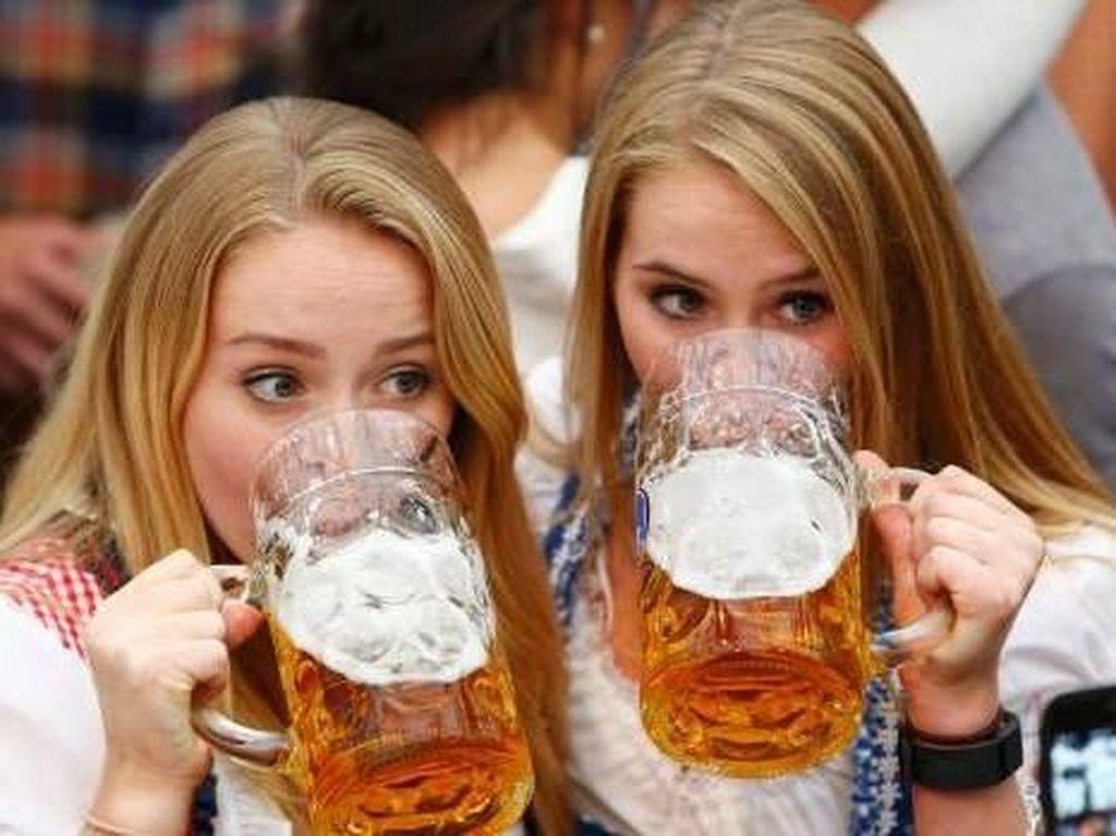 Saat Oktoberfest di Jerman Dinilai Terlalu Seksi