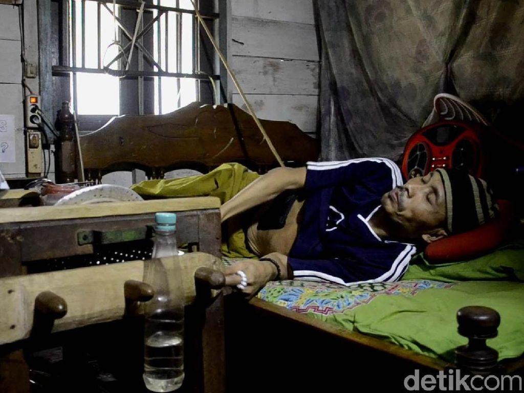 Sakit Tak Kunjung Sembuh, Warga Batang Minta Disuntik Mati