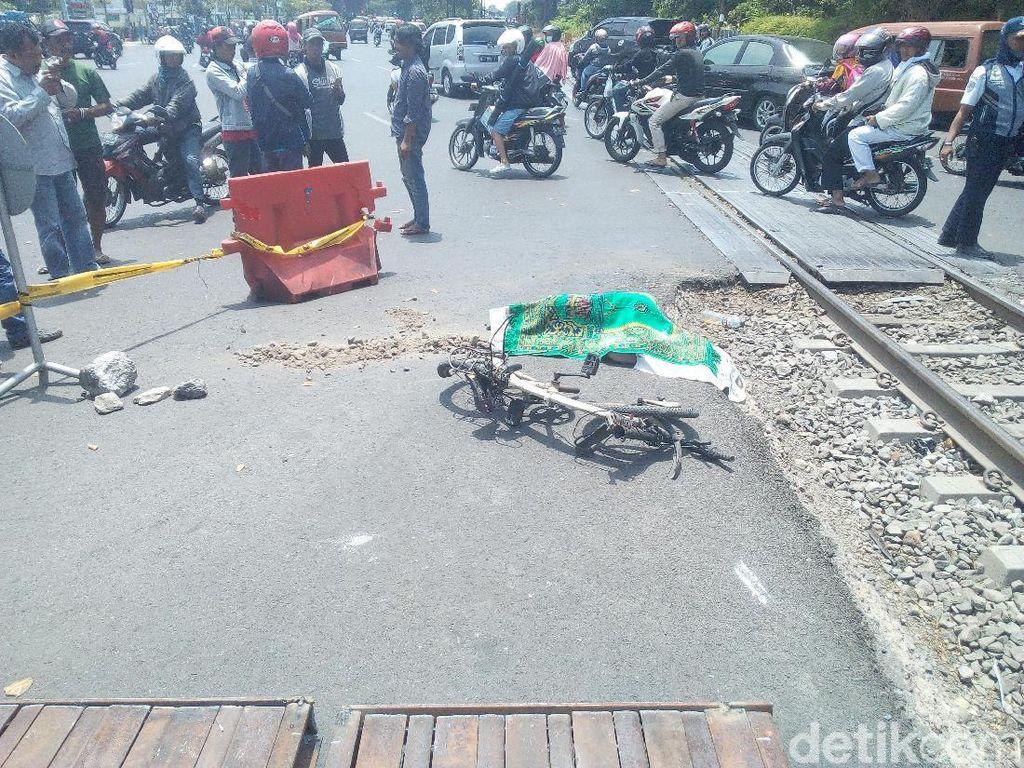 Perlintasan Kereta di Tengah Kota Surabaya ini Makan Korban Jiwa