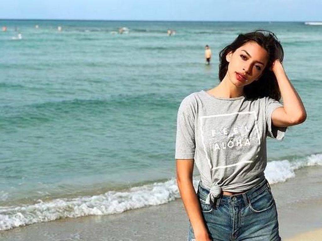 Foto: Liburannya Penyanyi & Model Cantik Celine Farach