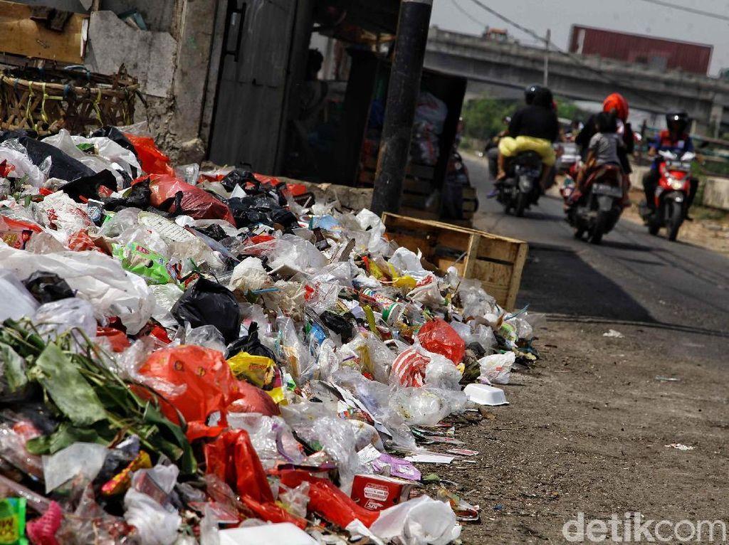 Dear Pak Anies, Warga Cilincing Keluhkan Tumpukan Sampah!