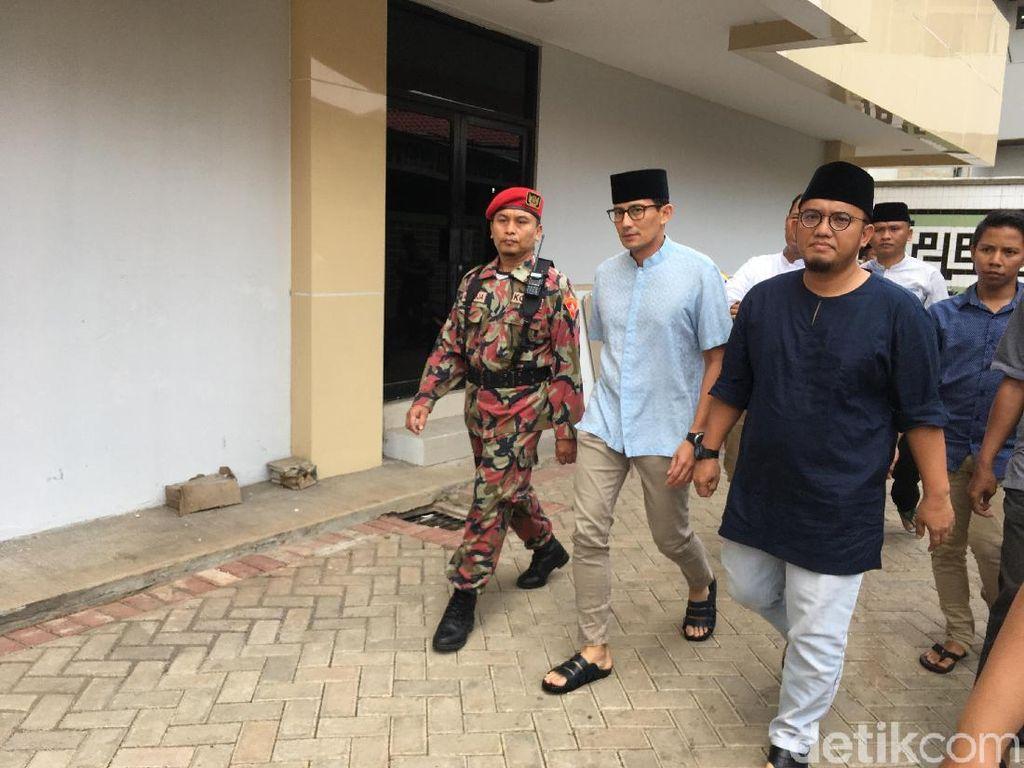Ditemani Dahnil Anzar, Sandiaga Salat Jumat di Masjid PP Muhammadiyah