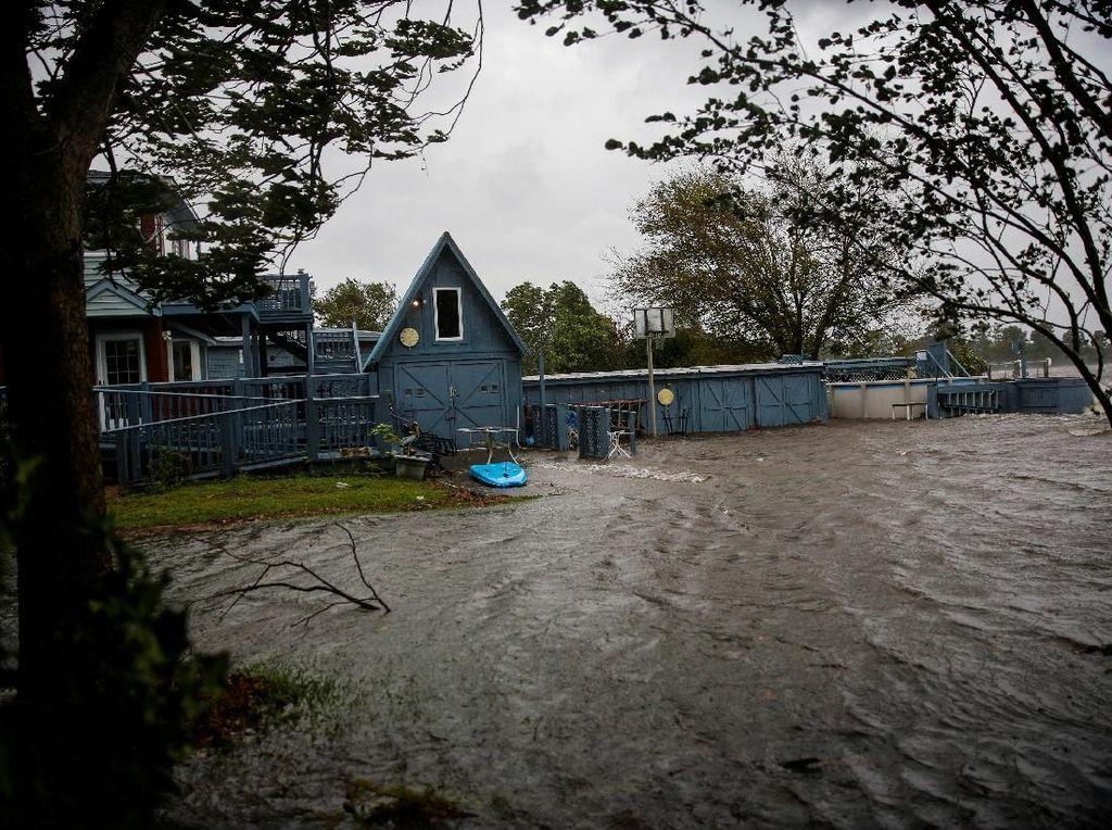 North Carolina Masih Tenggelam, 31 Orang Tewas