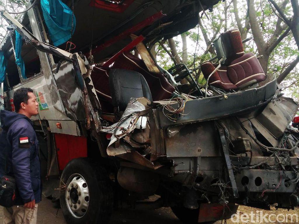 Hajar Truk, Bus Siliwangi Ringsek, 3 Penumpang Tewas