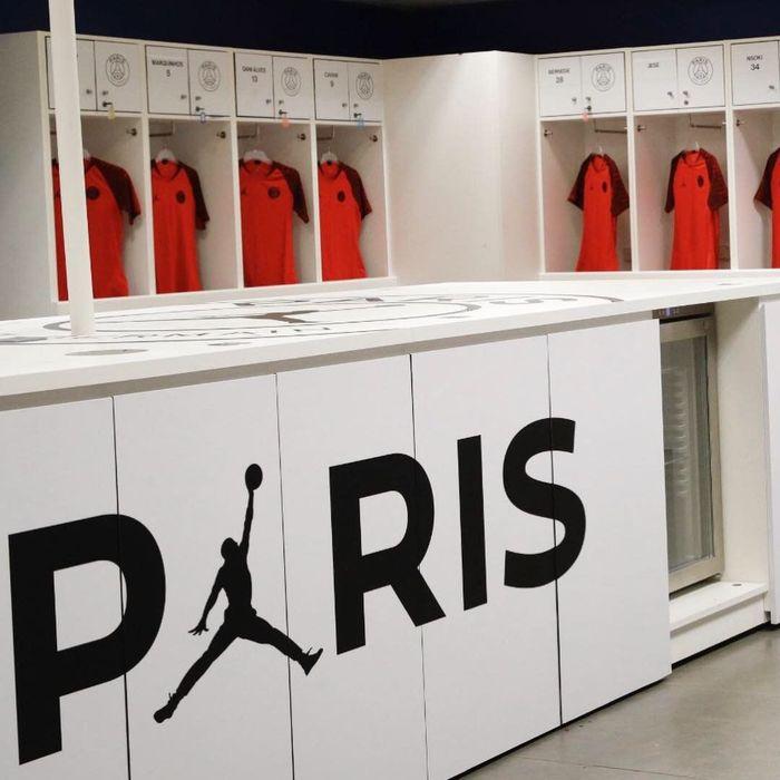 Paris St-Germain dan Brand Air Jordan milik Nike baru saja meneken kontrak untuk jadi suplier jersey tim tersebut musim ini. (Instagram @PSG_Inside)