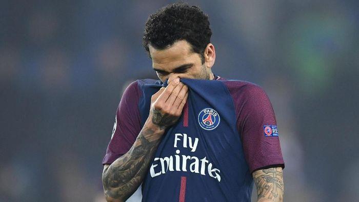 Dani Alves tinggalkan PSG karena orang Paris rasialis (Matthias Hangst/Getty Images)