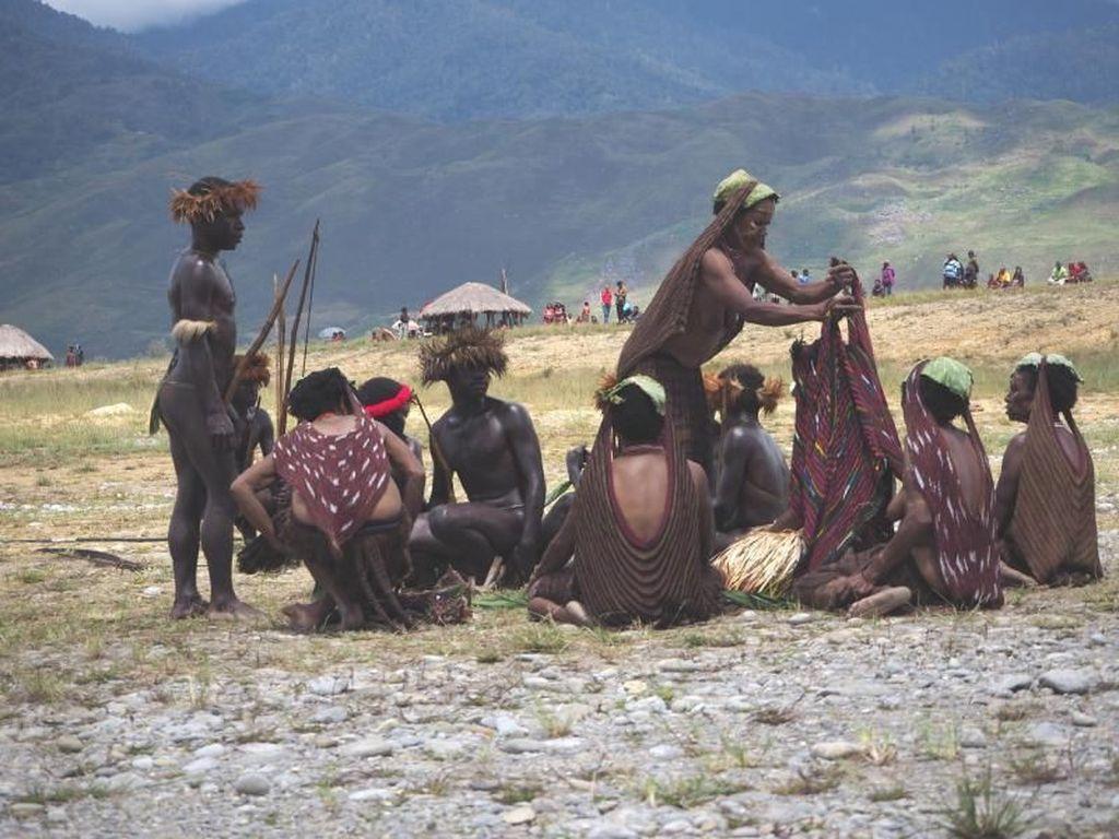 Malam Minggu, Lihat Foto Lamaran Suku Dani Dulu