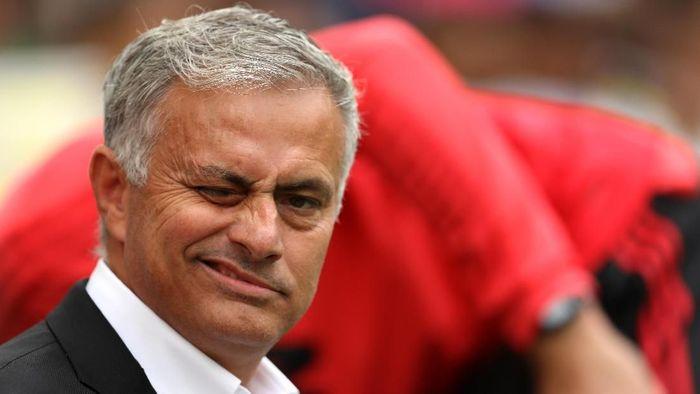 Jose Mourinho sengaja menjatuhkan diri di Wembley. (Foto: Dan Istitene/Getty Images)