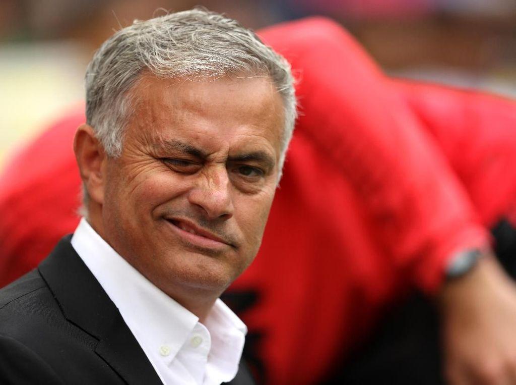 Tentang Insiden Jatuh di Wembley, Mourinho: Aku Sengaja Kok!