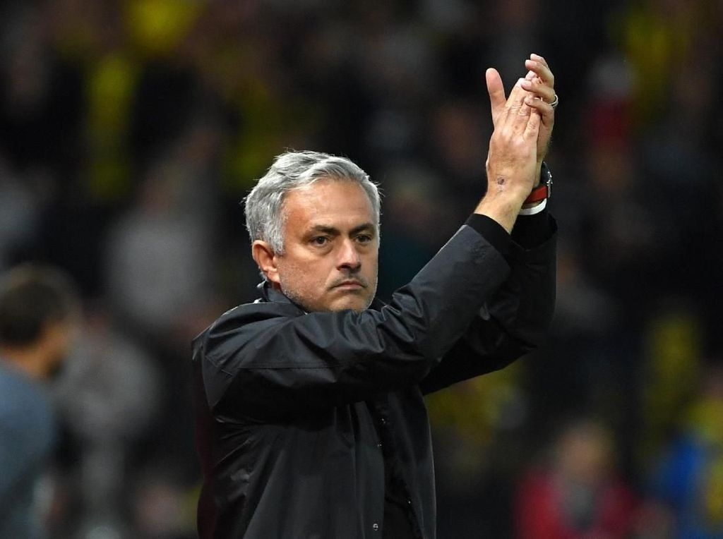 Mourinho Senang, Mourinho Tebar Pujian ke Pemain hingga Wasit