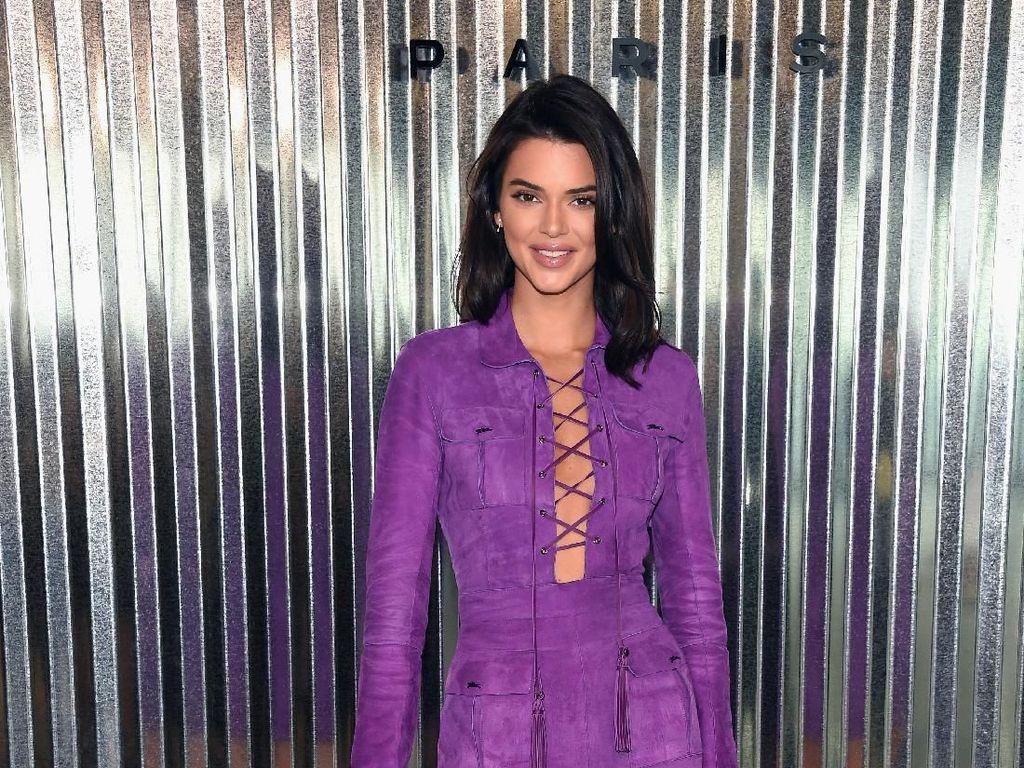 Kendall Jenner Nangis Berhari-hari karena Dibully Haters