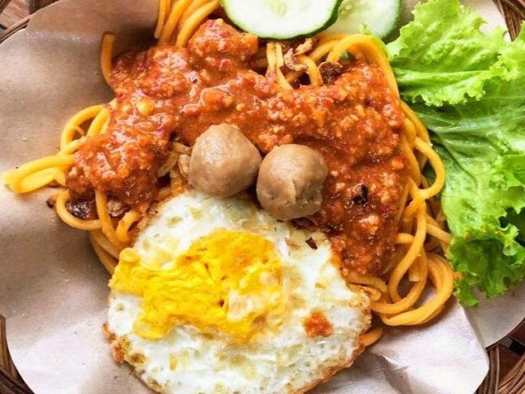 Food Blogger Tirta Lie Berbagi Cara Temukan Rasa Autentik Bakmi