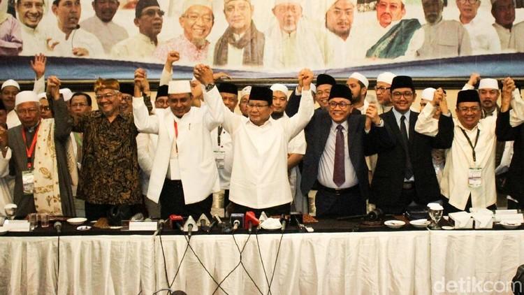 Momen Prabowo dan Ulama Bergandengan Tangan