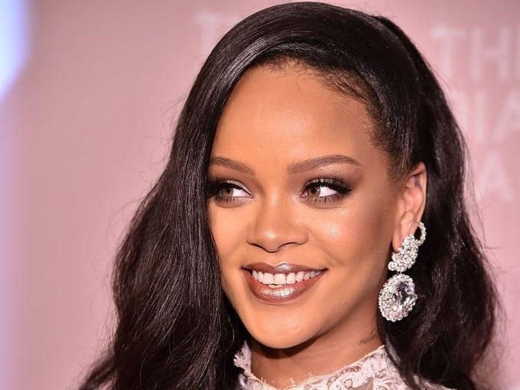 Sukses dengan Foundation, Rihanna Rilis 50 Warna Concealer