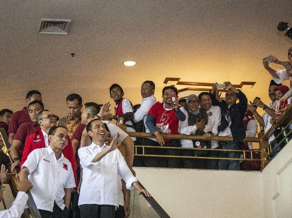 Foto: Senyum Jokowi di Rakernas Projo