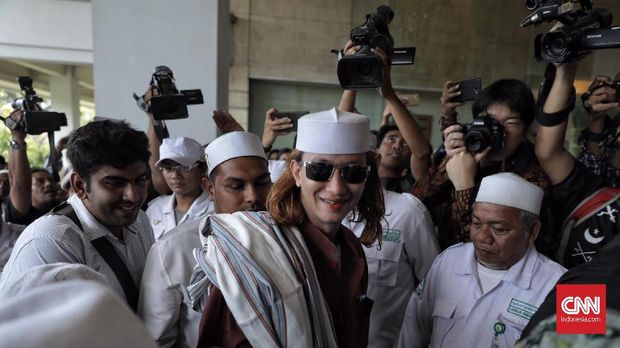 TKN: Mestinya Kubu Prabowo-Sandi yang Laporkan Habib Smith