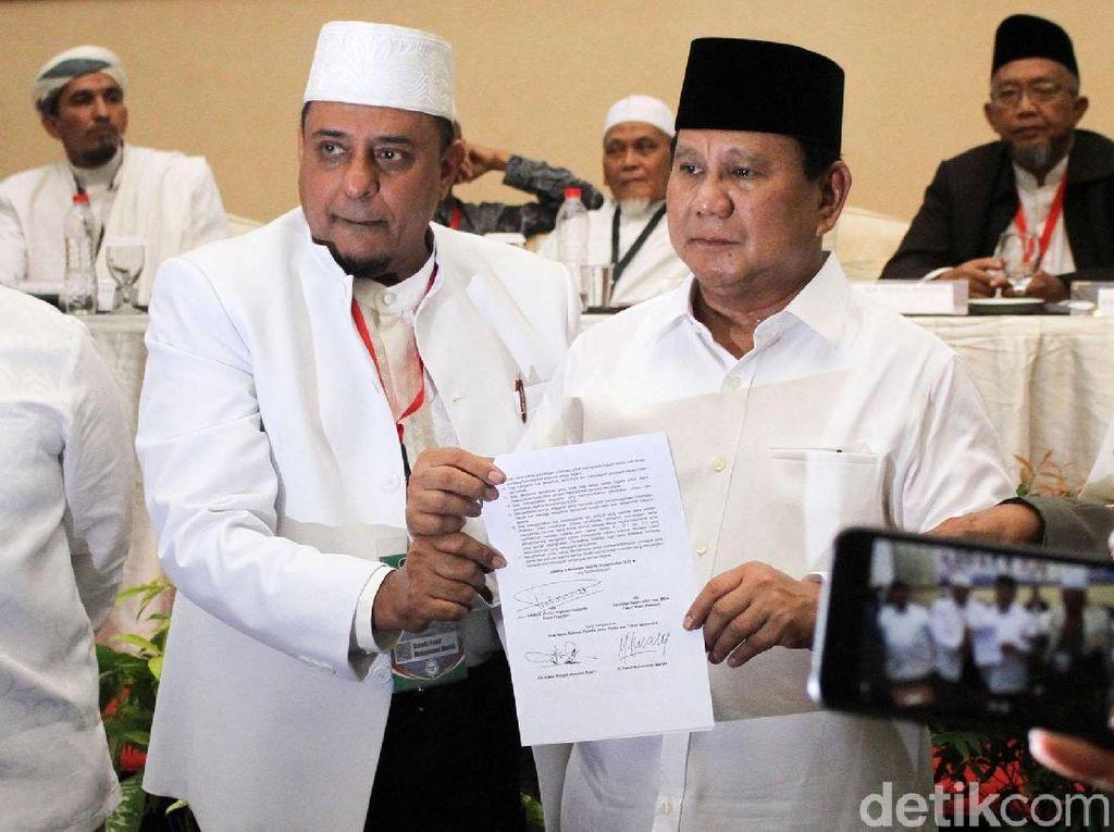 Detik-detik Prabowo Teken Pakta Integritas Ijtimak Ulama II