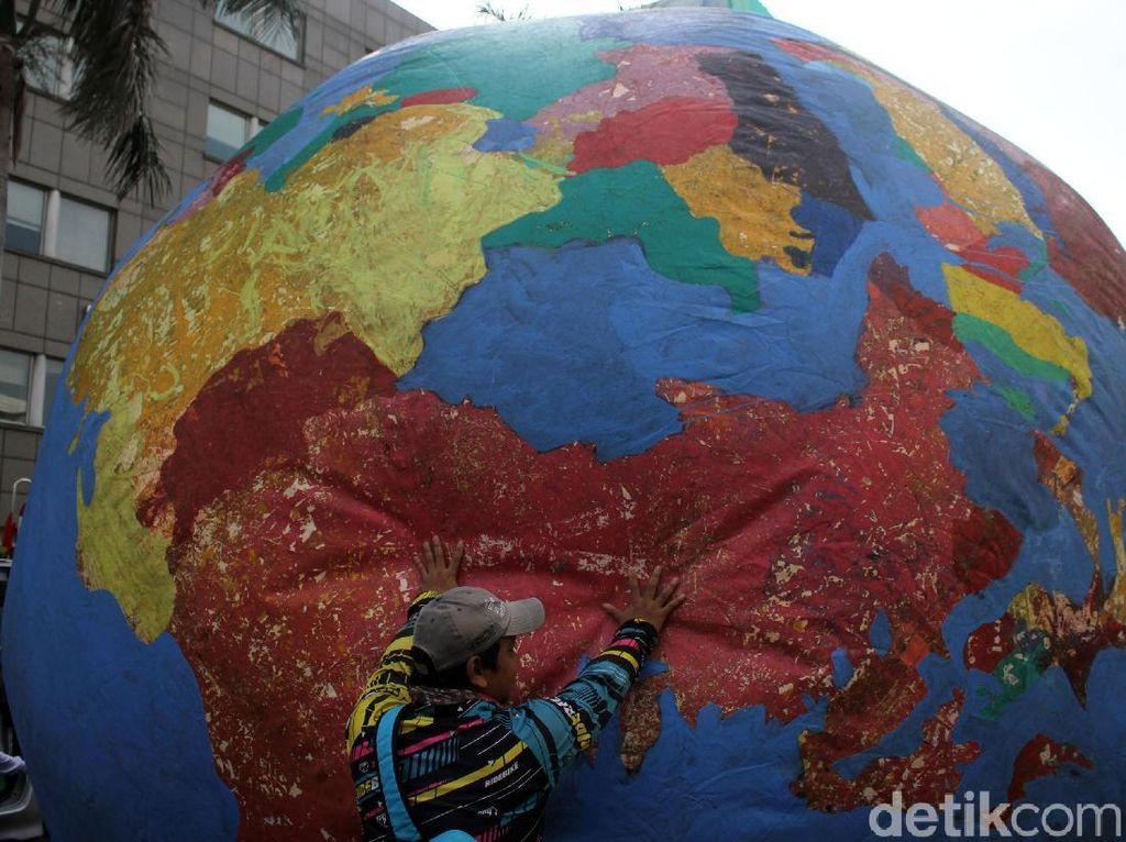 Ramai-ramai Peringati Hari Ozon se-Dunia di Bundaran HI