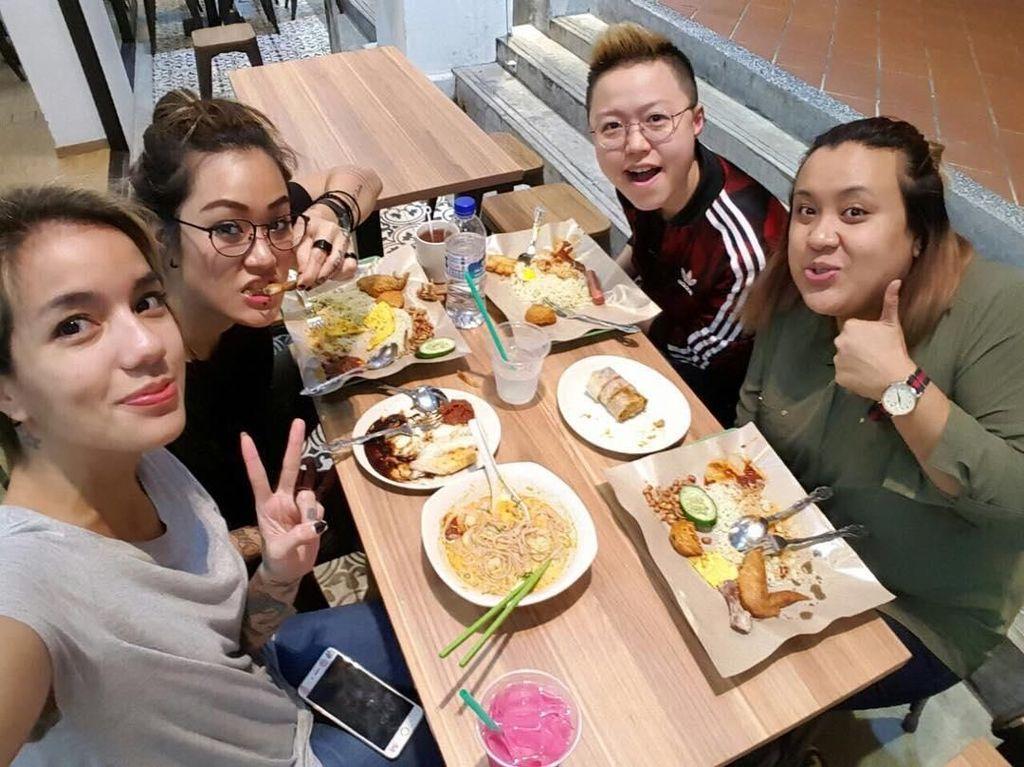Hobi Ngeliwet dan Makan Nasi Bungkus, Sheila Marcia Tetap Ramping