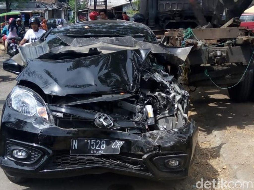 Rem Blong, Truk Tabrak 7 Kendaraan di Pandaan, 4 Orang Terluka