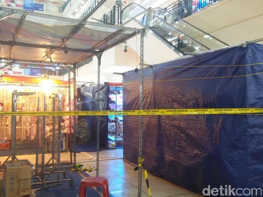 TKP Pria Lompat dari Lantai 3 ITC Cempaka Mas Dipasangi Garis Polisi