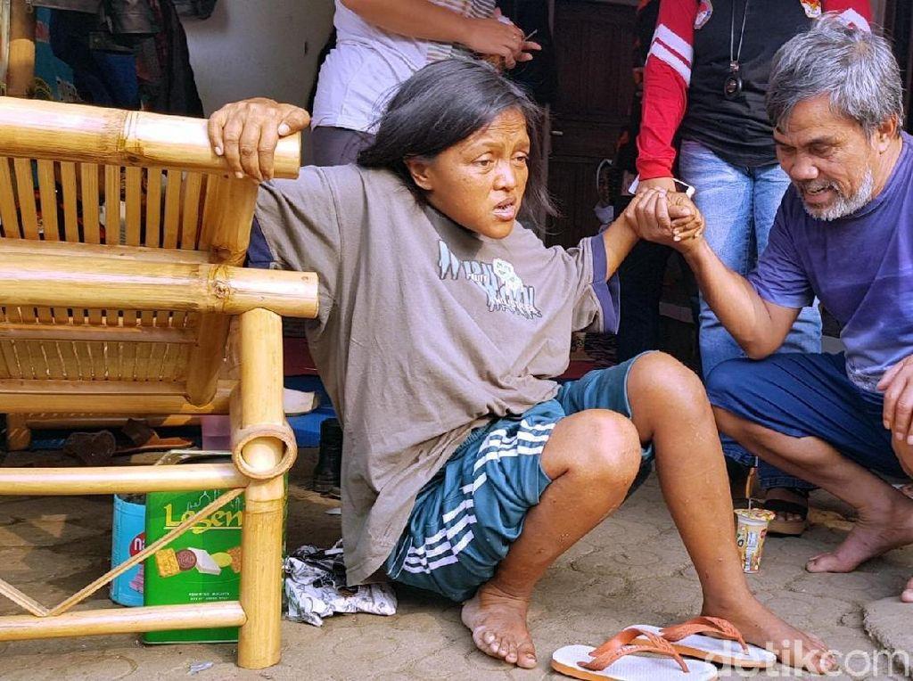 Kisah Pensiunan Guru SD yang Kini Mendidik ODGJ di Cianjur