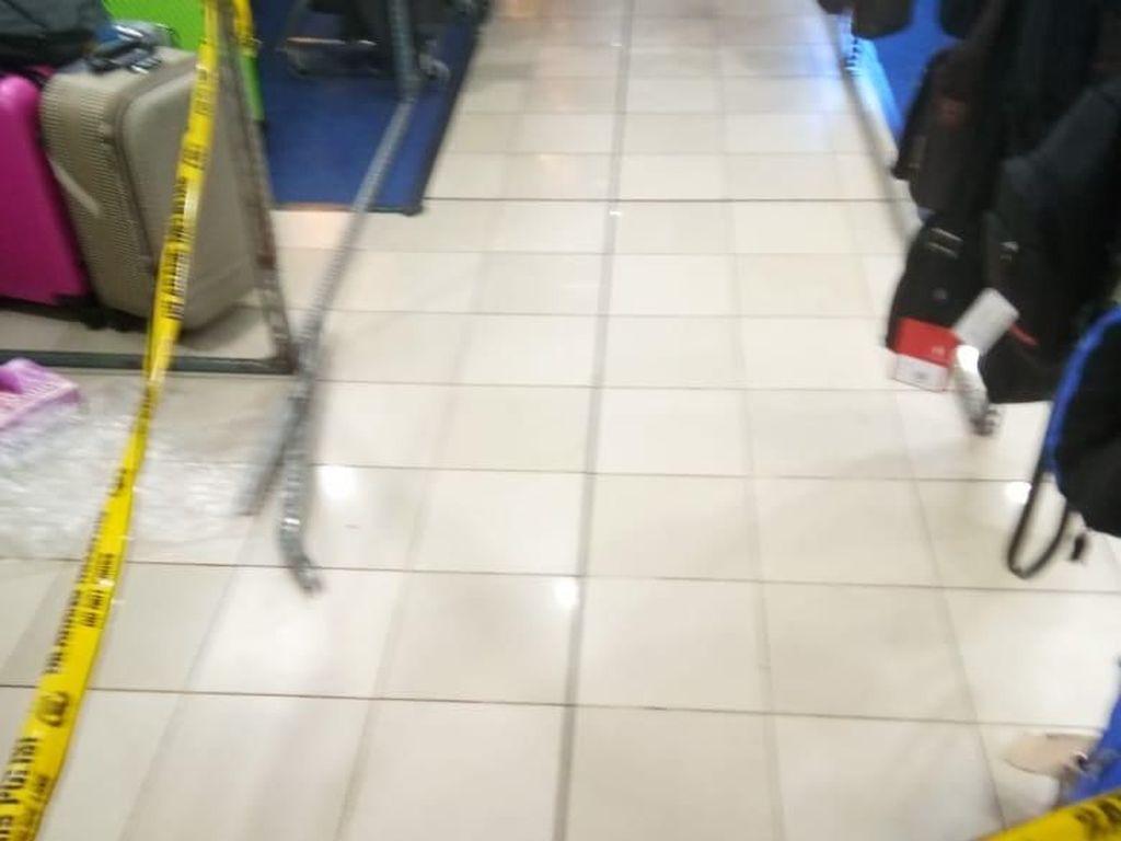 Lompat dari Lantai 3 ITC Cempaka Mas, Seorang Pria Terluka