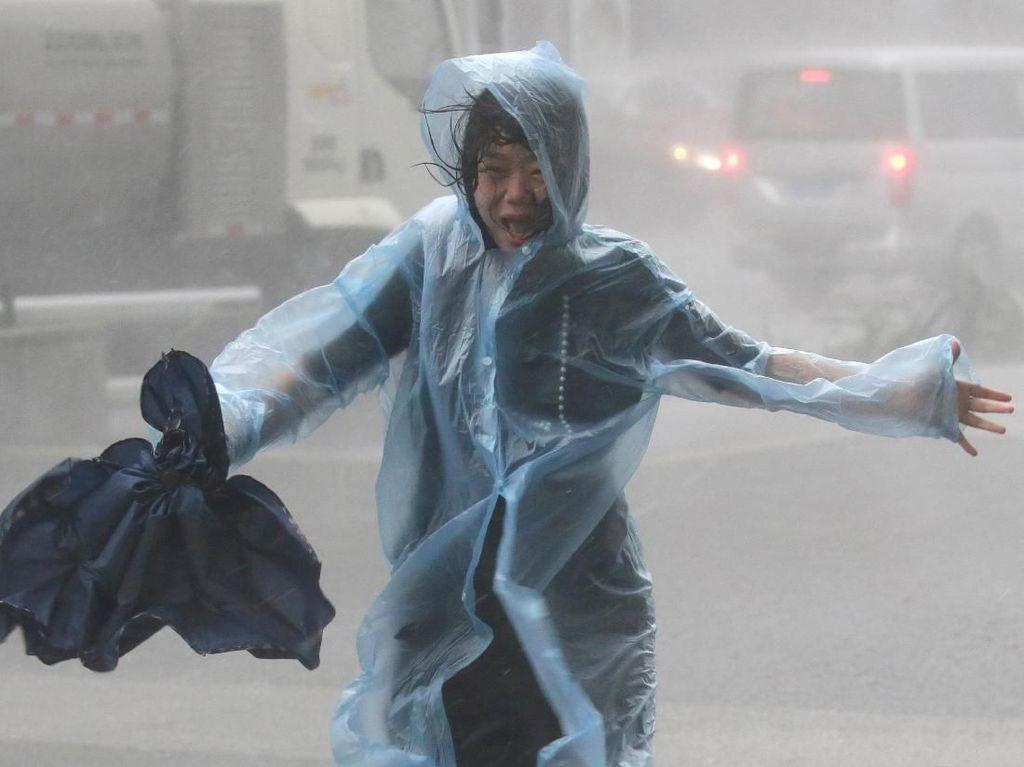 Usai Topan Kompasu Menerjang, Hong Kong Dilanda Hujan-Angin Kencang