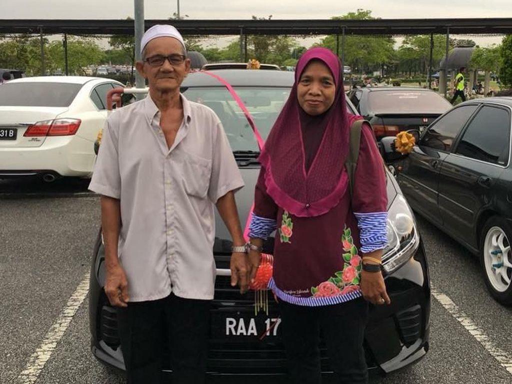 Mobil Tua Ayahnya Rusak, 9 Anak Patungan Belikan Mobil Baru