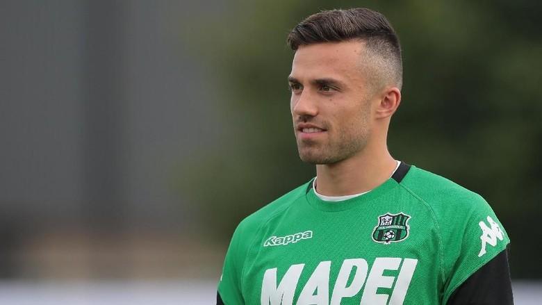 Tentang Anak Pelatih AS Roma yang Diludahi Douglas Costa