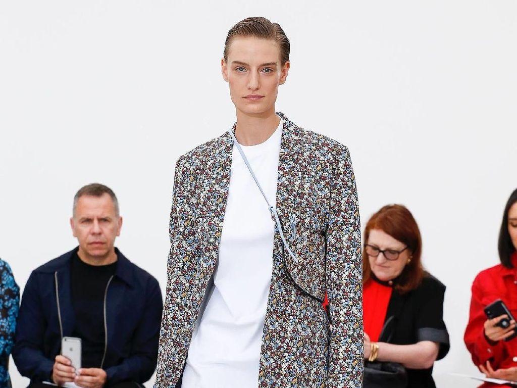 10 Tahun Jadi Desainer, Victoria Beckham Rilis Busana Minimalis nan Jenaka