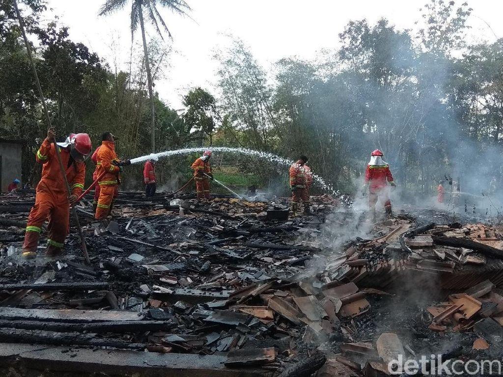 Diduga Berawal dari Api Tungku, 7 Rumah di Semarang Ludes Terbakar