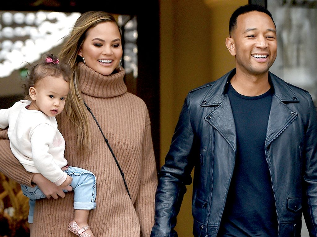 Chrissy Teigen dan John Legend Bersaing Bikin Mac and Cheese