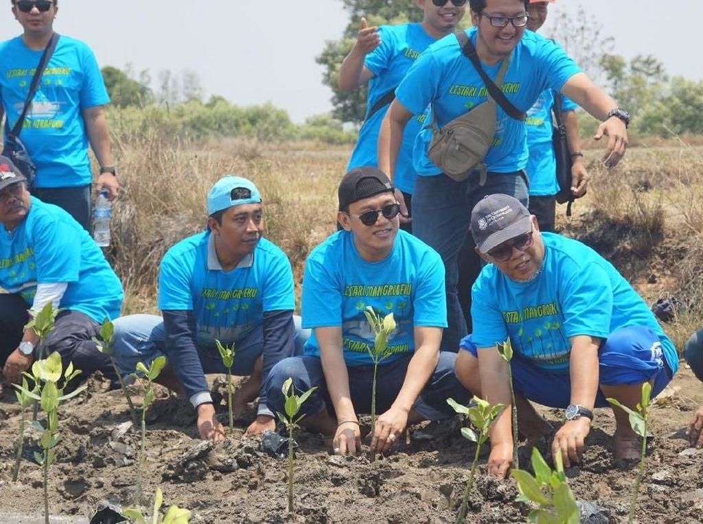 Pegiat Lingkungan Gelar Aksi Tanam Mangrove di Pesisir Tangerang
