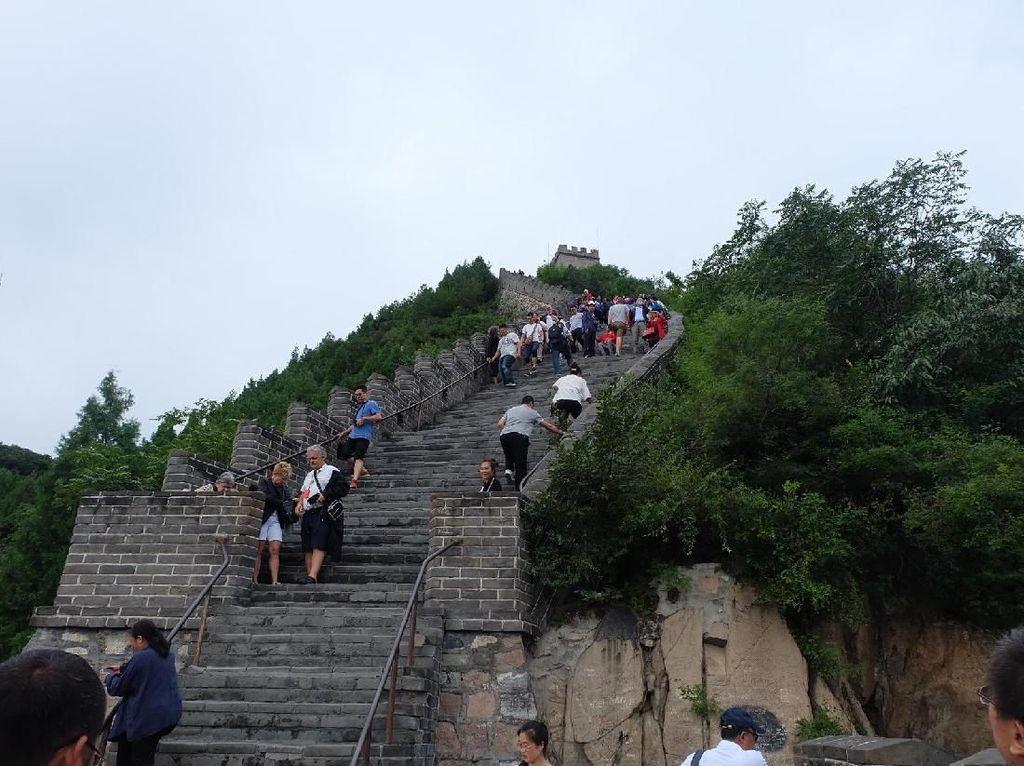 Mendaki Tembok Besar China dari Juyonggoan