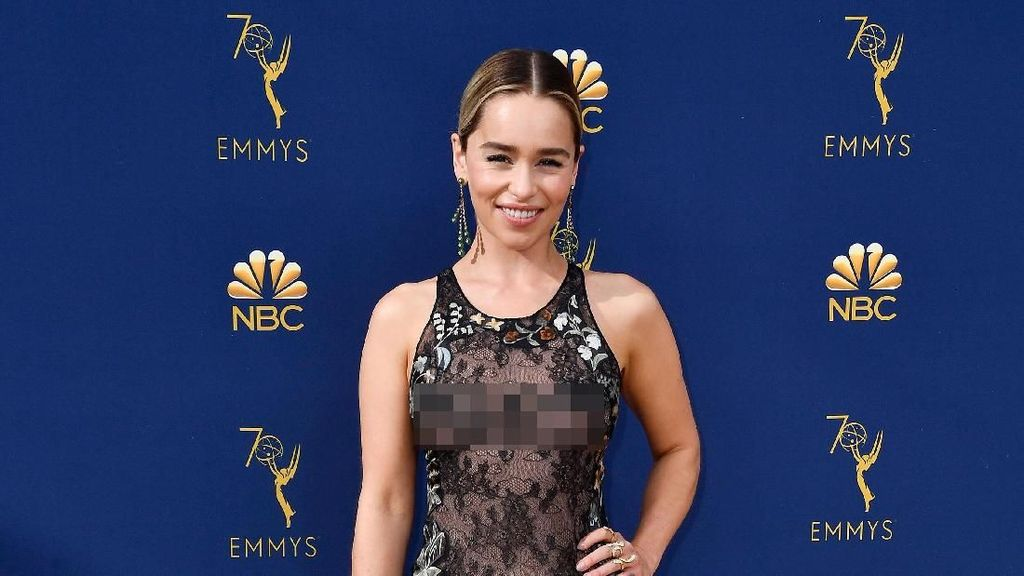 7 Gaun Terseksi Selebriti di Emmy Awards 2018