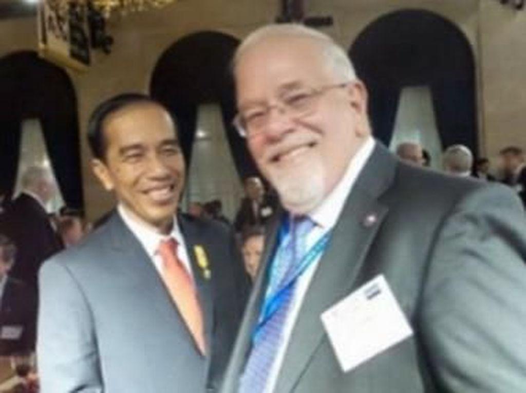 Pertanyaan Besar PD Tentang Jokowi-Moeldoko Bersama Bos Asia Sentinel