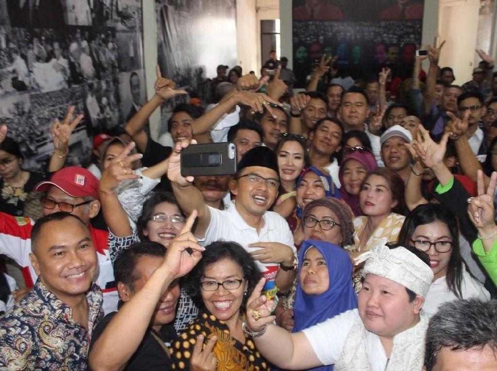 Timses: Relawan Berbagai Daerah akan Dampingi Jokowi Ambil No Urut