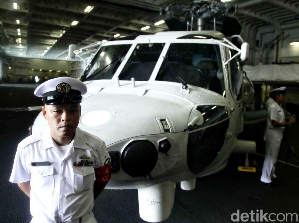 Mengintip Kapal Induk Helikopter Jepang di Teluk Jakarta