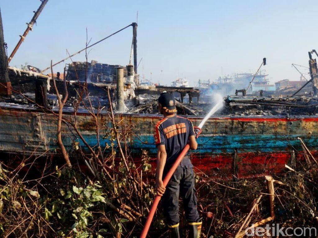 Berkobar Sejak Kemarin, Kebakaran 5 Kapal di Pekalongan Padam
