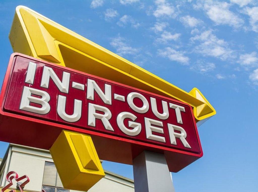 Beasiswa hingga Liburan Gratis, Ini Keuntungan Jadi Pegawai Resto Fast Food