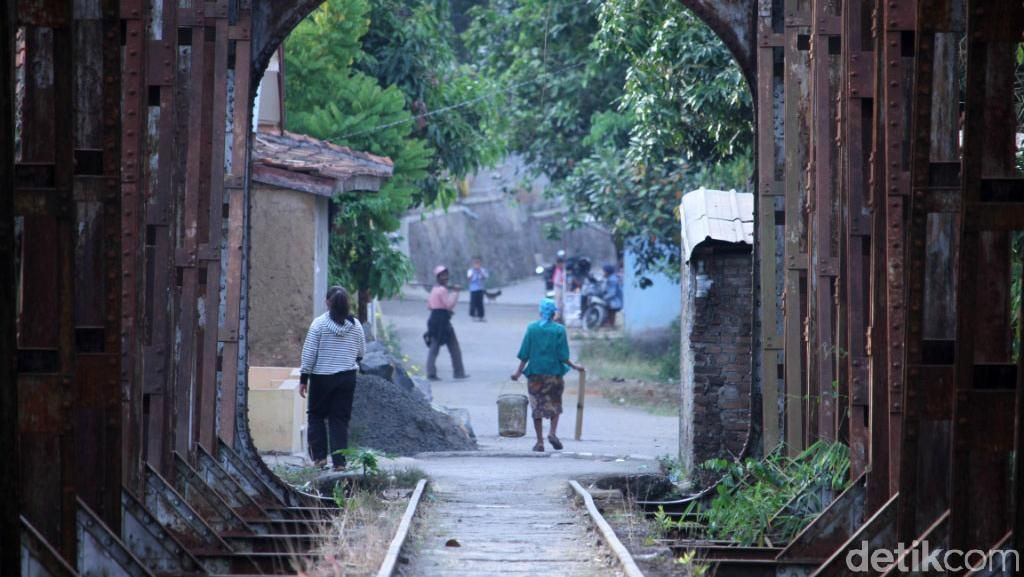 Penampakan Jalur Kereta Bandung-Ciwidey yang Lama Mati