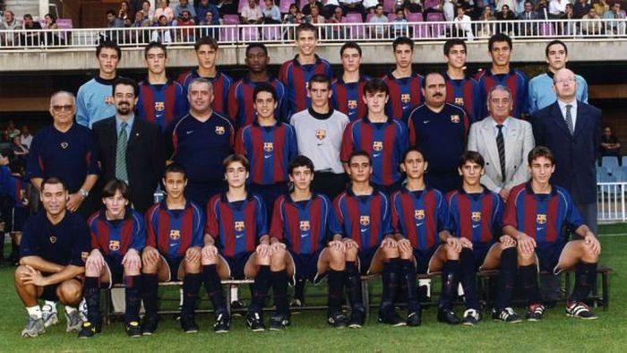Bersama skuat penuh potensi yang dipunya Barcelona pada tahun 2002. Selain Messi, ada Gerard Pique, dan Cesc Fabregas yang menjadi teman seangkatan Messi. (ist.)