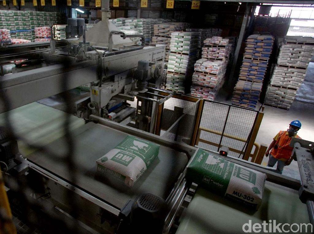 Mengintip Proses Produksi Semen Instan di Bekasi
