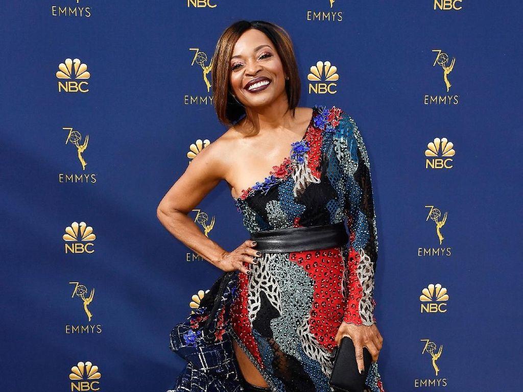 7 Selebriti dengan Gaun Terburuk di Emmy Awards 2018