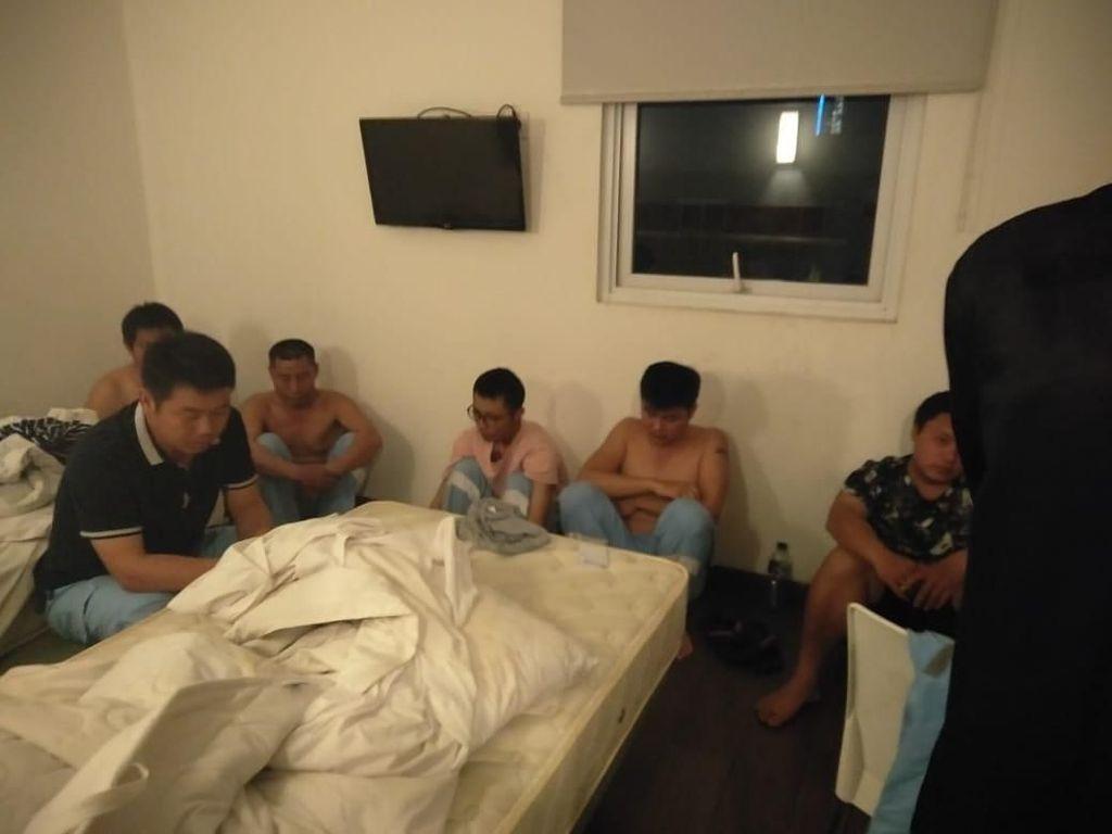 Dokumen Lengkap, 6 WN China yang Dijaring di Karawang Dibebaskan