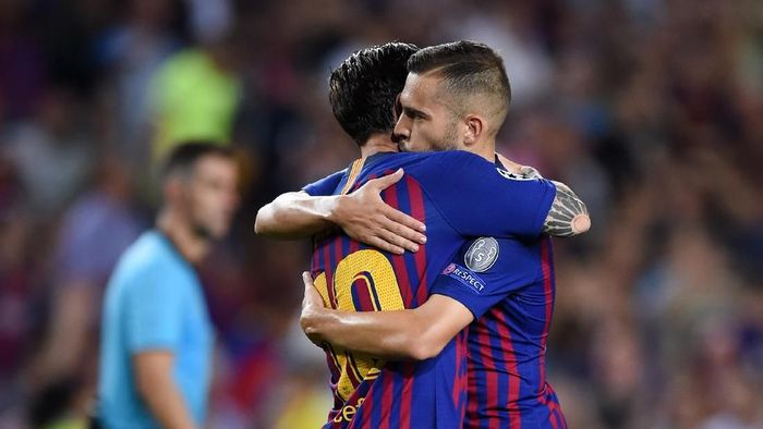 BARCELONA, SPAIN - SEPTEMBER 18:  Lionel Messi of Barcelona celebrates with teammate Jordi Alba after scoring his teams fourth goal during the Group B match of the UEFA Champions League between FC Barcelona and PSV at Camp Nou on September 18, 2018 in Barcelona, Spain.  (Photo by Alex Caparros/Getty Images)